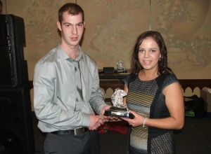 Catriona Gribben recives the Spirit of Div 3 Team award from Martin McLoughlin